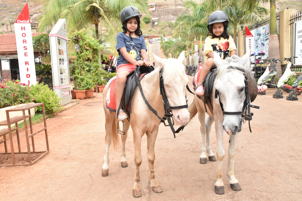 horse-riding-at-della-adventure-park