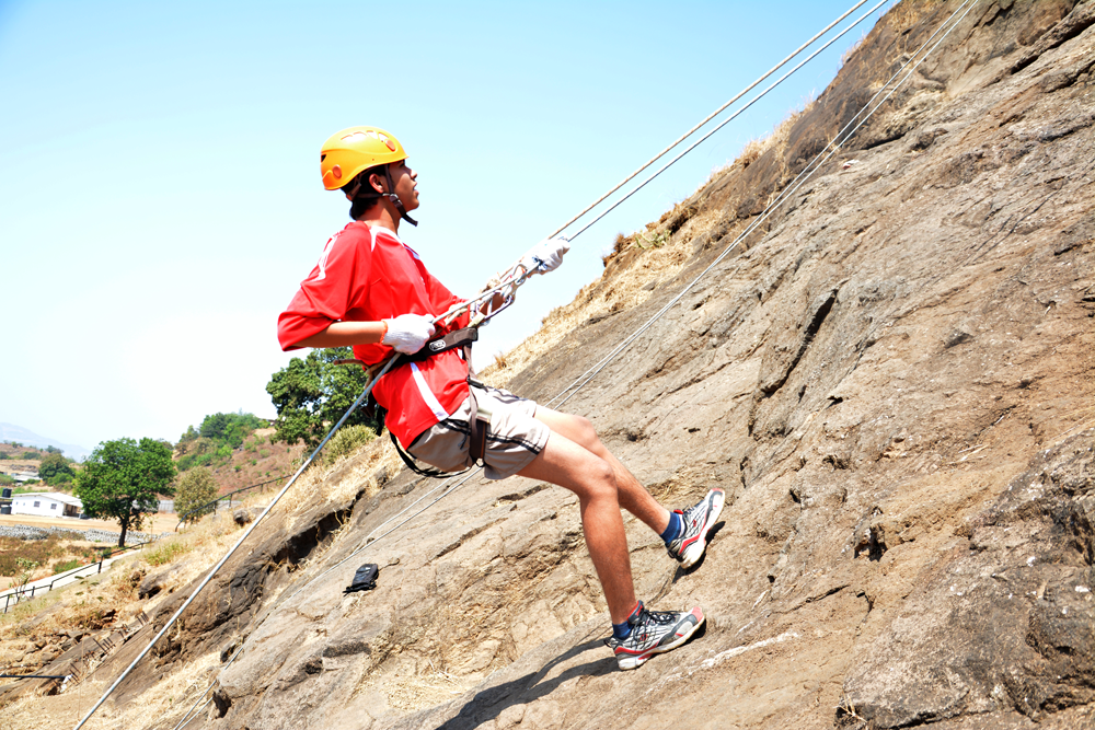 rappelling-at-della-adventure-park