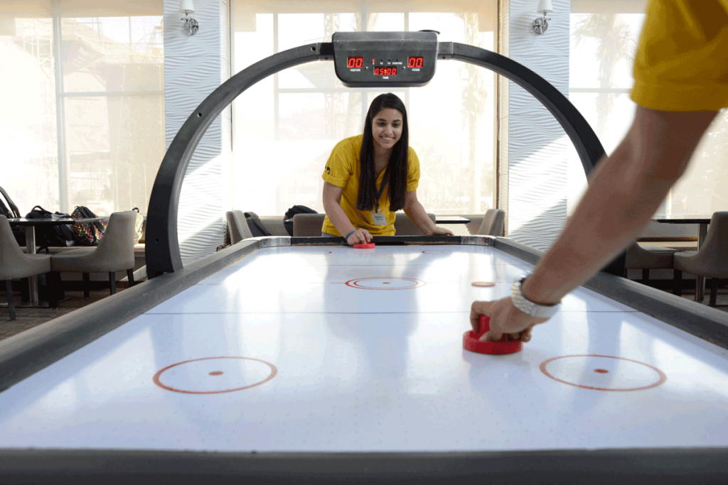 air-hockey-at-della