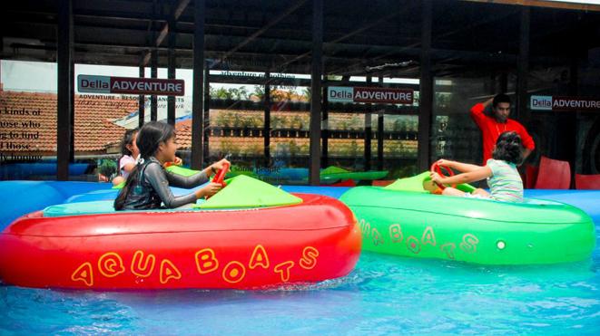 Let your children enjoy Bumper Boat at Della