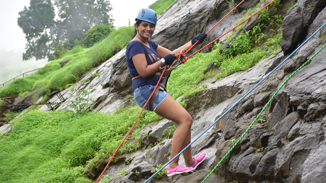 Test your mountaineering skills with Rappeling at Della