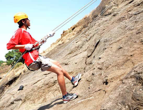 Play Rapelling at Della Adventure