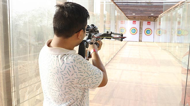 Enjoy Pistol Bow at Della