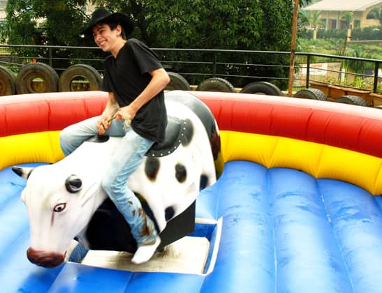 Play Rodeo - Bull Ride at Della Adventure
