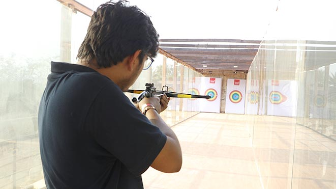 Try Pistol Bow at Della