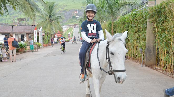Let Your Children enjoy horse Trot at Della